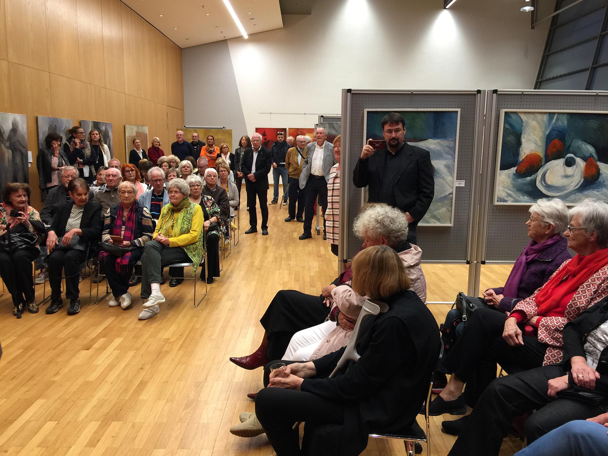 Künstlerin Constanze Wagner: Rerospektive in der Stadthalle Germering